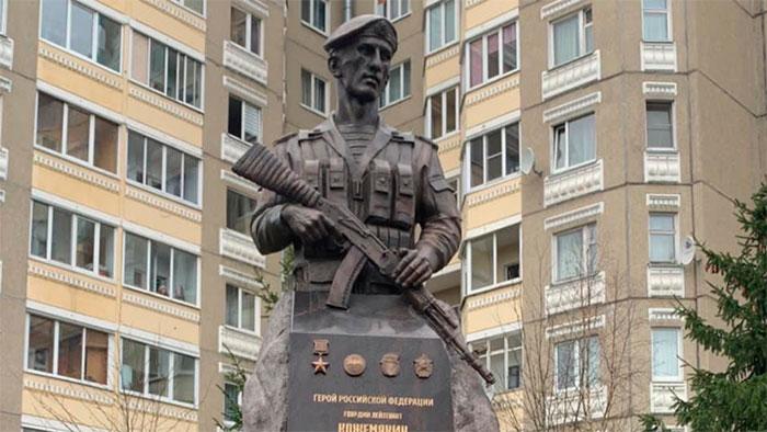 Памятник герою 6-й роты