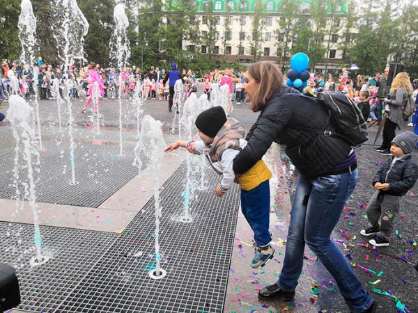 На Юбилейной площади открыли фонтан